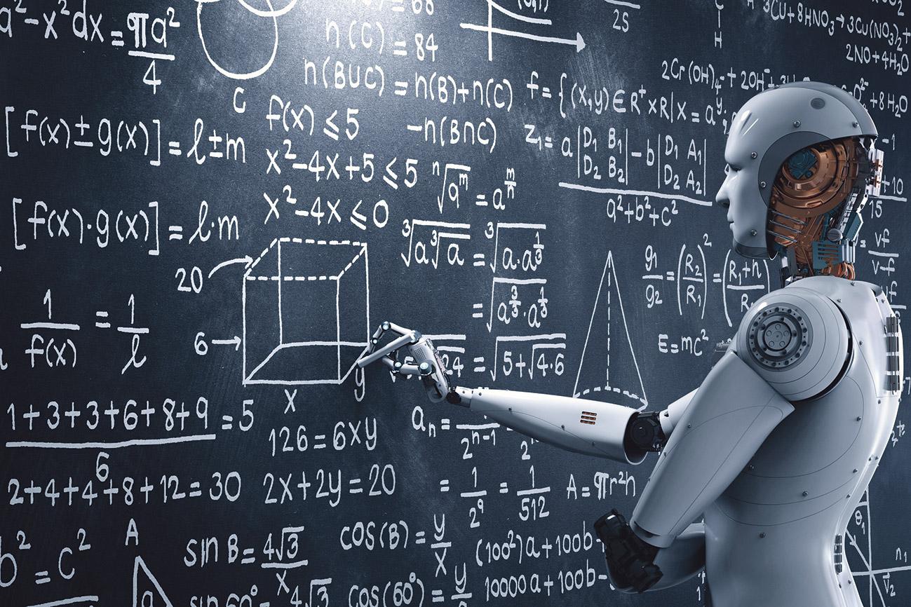 Ein Roboter steht an einer Tafel und berechnet Formeln.