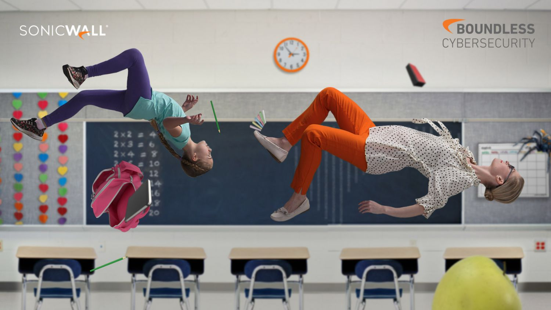 Schülerin und Lehrerin fliegen im Klassenzimmer durch die Luft
